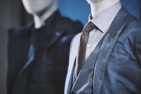 【ビジネスマンのスーツの選び方】試着するときのチェック項目も紹介
